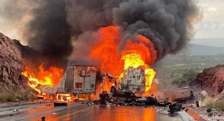 Tres tráileres se incendiaron en un accidente registrado en la carretera Silao – San Felipe